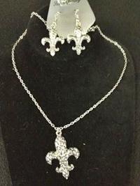 Silver Cobblestone Fleur de Lis set